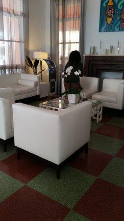 Room Mate Waldorf Towers: Hotel Lobby