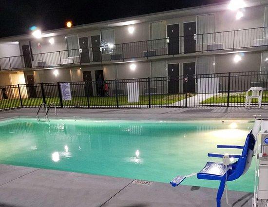 Oxford, North Carolina: pool