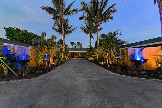 Siesta Key Palms Hotel Entrance Evening