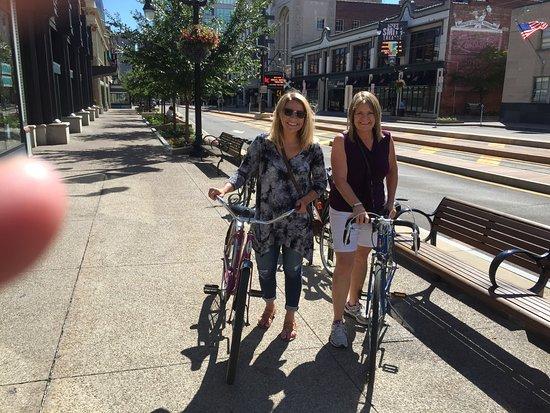 Hostel Buffalo-Niagara: Rented bikes to explore Buffalo - GREAT city!!!