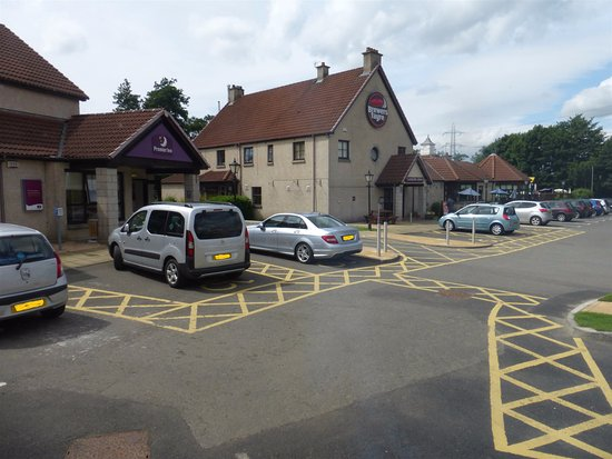 Premier Inn Falkirk East Hotel: Disabled Parking