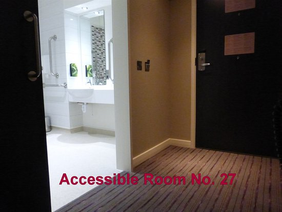 Premier Inn Falkirk East Hotel: Accessible Room No. 27