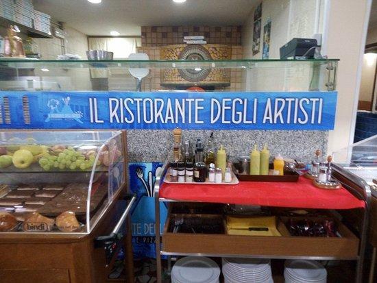 Il Ristorante Degli Artisti: L'angolo della pizza, a vista vedere un pizzaiolo di questo ristorante vi farà capire tanto.