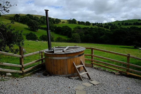 Tremeirchion, UK: Hot Tub
