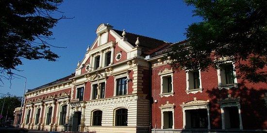Ruda Slaska, Polonia: Budynek Adrii od frontu