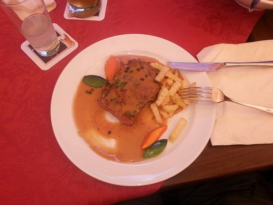 Grasellenbach, Jerman: Gentleman Steak 250 g in Madagaskar Pfefferrahmsauce und Pommes