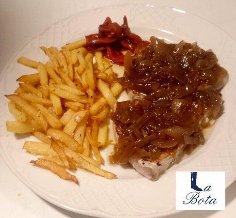 Provincia de Huelva, España: Lomo de atún con cebolla caramelizada