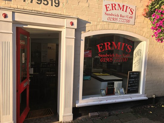Droitwich, UK: Our shop from the outside