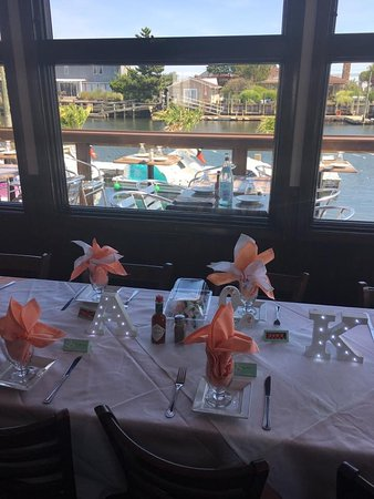 Freeport, Нью-Йорк: Note the beautiful linens. The bride and groom napkins had two colors instead of one.