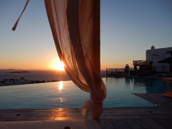 Vencia Hotel: Adembenemend uitzicht bij zonsondergang