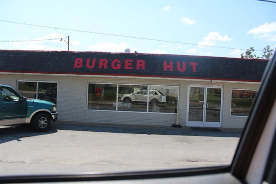 Betty's Burger Hut: front of the resturant