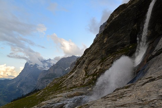 Grindelwald, Ελβετία: Before the steep descend you can take a cold shower...