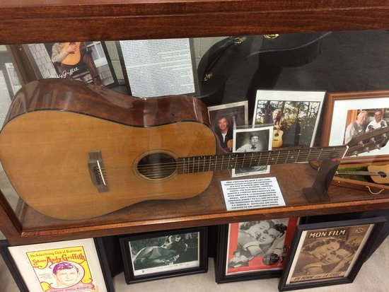 Mount Airy, NC: Andy's guitat