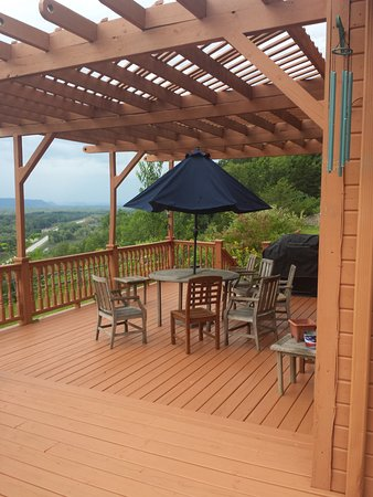 Fountain City, WI: Deck with Gas Grill for parties
