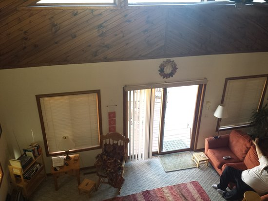 Fountain City, WI: View from Loft Bedroom over looking Living Area