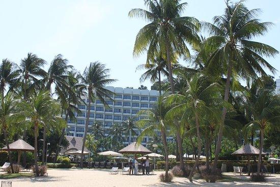 Shangri-La's Rasa Sentosa Resort & Spa: Pool view from beach