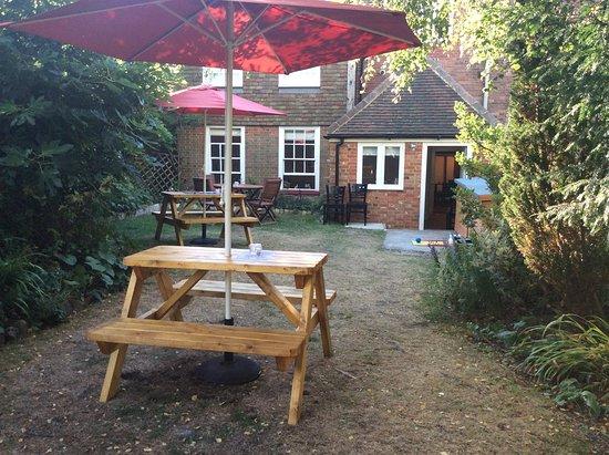 Lenham, UK: The Bow Window garden