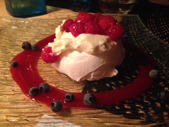 Lac-Superieur, Canadá: Jenny's Pavlova with raspberries