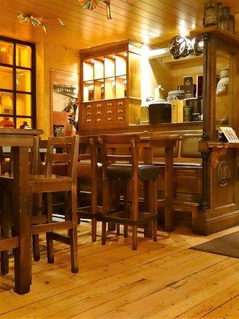 Blooms Hotel: Voici le pub qui se trouve au rez de chaussée : sympa et typique