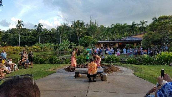 Smith's Tropical Paradise Luau: 20160830_010531_large.jpg