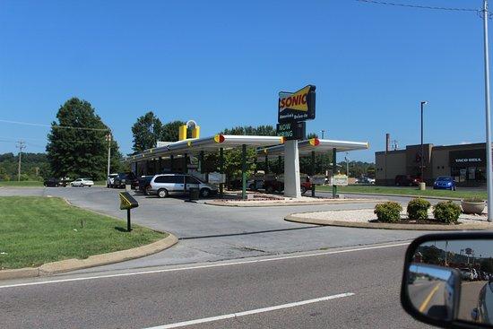 Elizabethton, Теннесси: the drive way