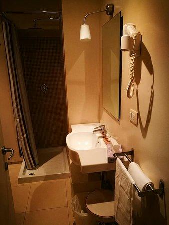 Hotel Touring: Camera e bagno