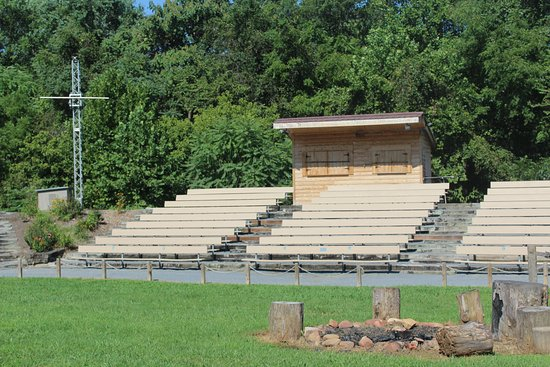 Sycamore Shoals State Historic Park: stands to watch the events at the fort