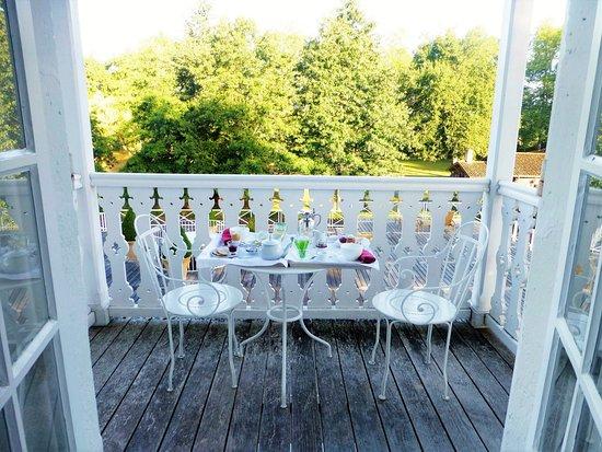 Les Pres d'Eugenie: petit déjeuner sur le balcon