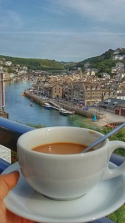 Pendower Guest House: Cup of tea on the balcony in room 4 looking out at East Looe.