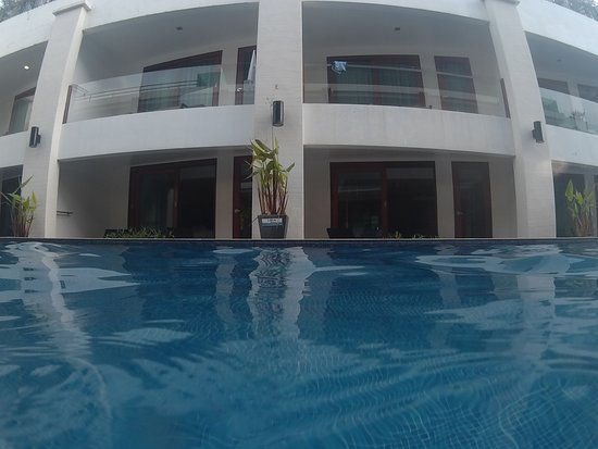 La Flora Resort Patong: Pool Access