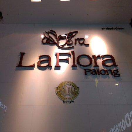 La Flora Resort Patong: Hotel sign