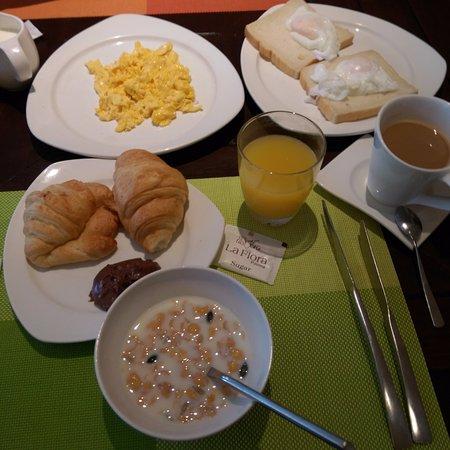 La Flora Resort Patong: Breakfast