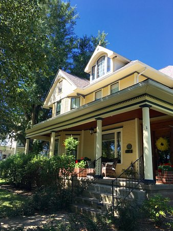 Caldwell, OH : Front View of Bed and Breakfast