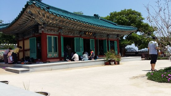Seosan, Corea del Sud: The main building of the temple