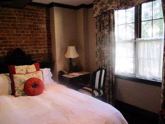 The French Quarters Guest Apartments: Room 201