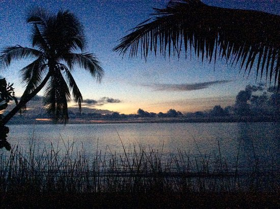Blue Osa Yoga Retreat and Spa: Sunrise - watching from the beach chairs on a lookout deck