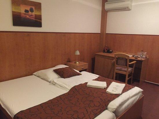 w hotel restauracia bratislava recenzie re taur cie tripadvisor. Black Bedroom Furniture Sets. Home Design Ideas