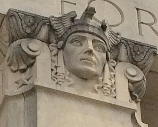 Mississippi War Memorial Building: Heroic figure atop column
