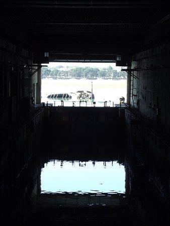 Flore Submarine base: Base
