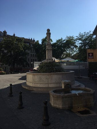 Place Bourg du Four: photo1.jpg