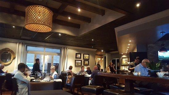 Nirvana Grille - Laguna Beach: Bar area