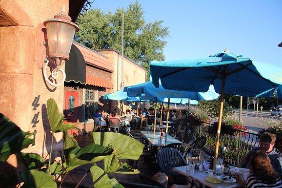 Sao S Italian Restaurant Where Customers Eat Outside