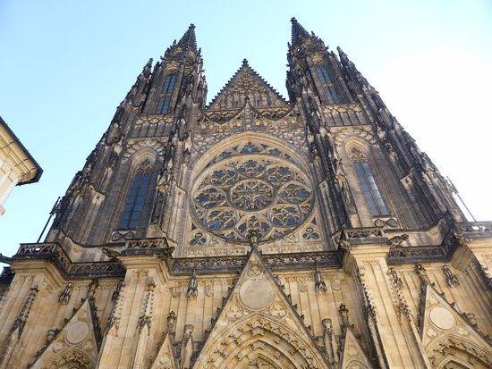 Καθεδρικός Ναός Αγίου Βίτου: The main facade of the cathedral