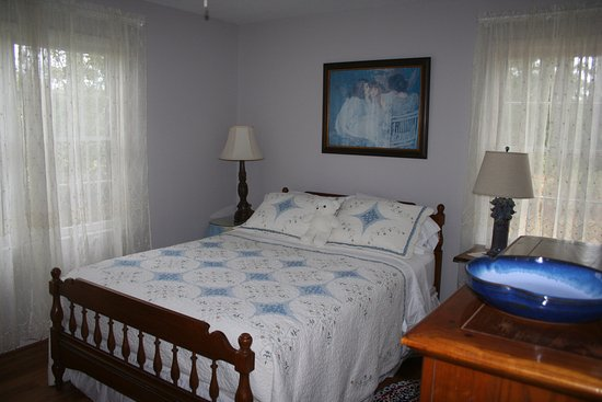 วองซ์, อลาบาม่า: Blue room with Queen bed and private bath on hall.