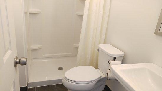 Neptune City, Νιού Τζέρσεϊ: cozy room Shower