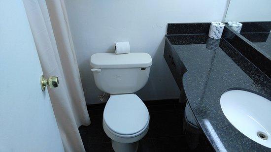 Neptune City, Νιού Τζέρσεϊ: Deluxe room Bathroom