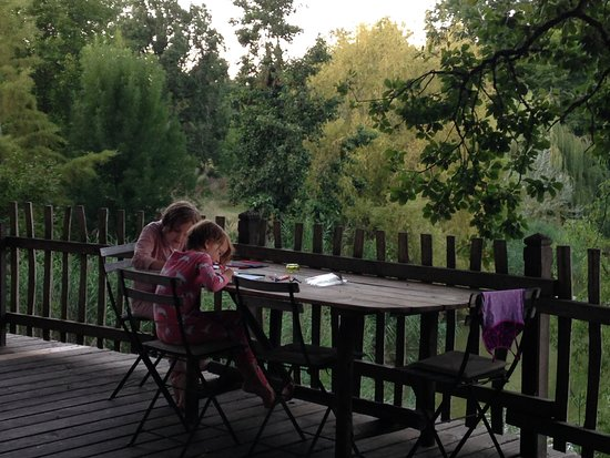 Monmarves, France: Drawing on the large decking area on the treehouse