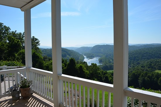 Inn at Riverbend: Beautiful view of the New River