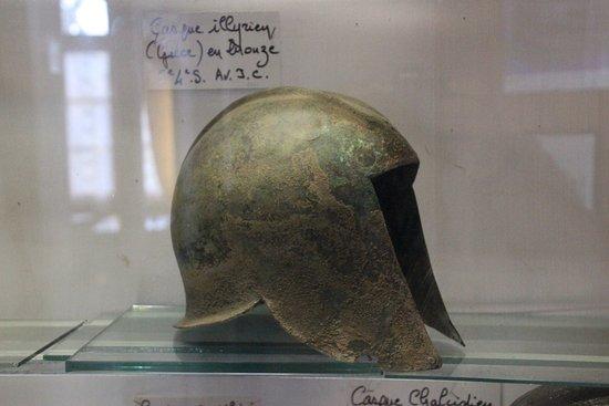 Avressieux, France: antieke helm