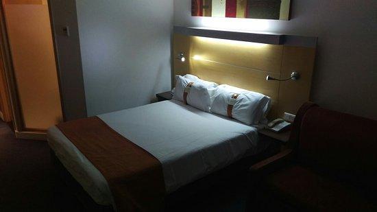 Holiday Inn Express Lisbon Oeiras: IMAG3531_large.jpg